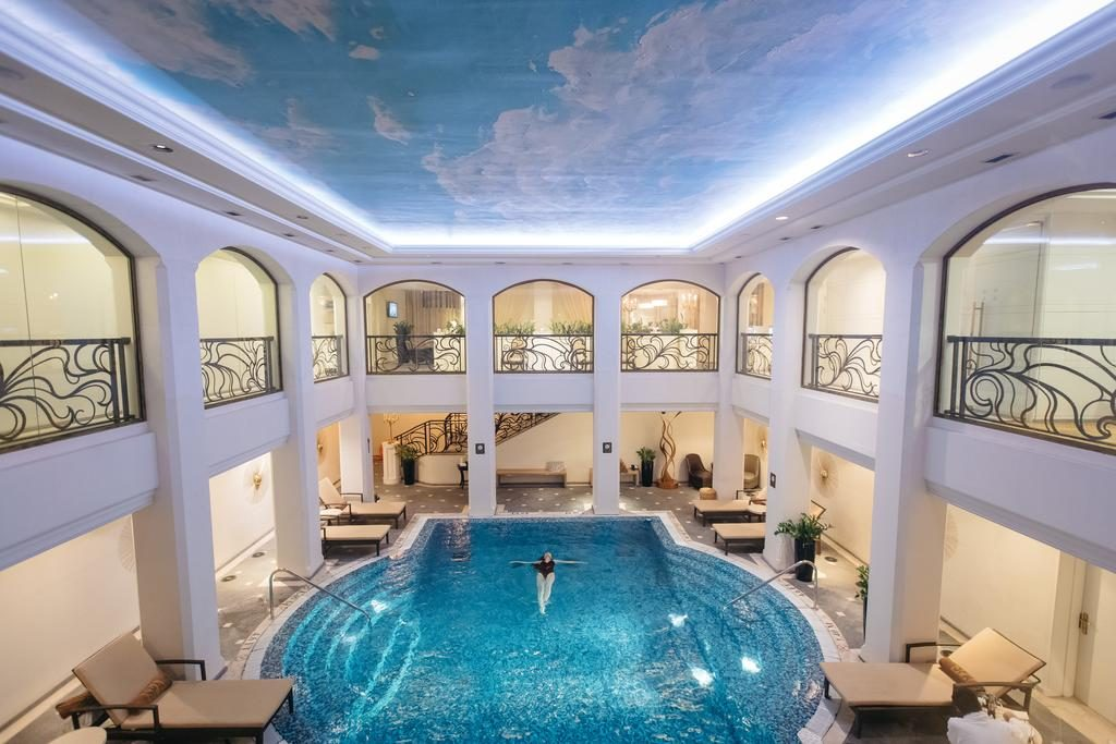St. Regis Relaxing Hotel